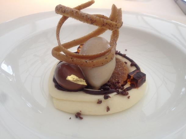 Tiramisu flavours, coco sauce and coffee bean ice cream