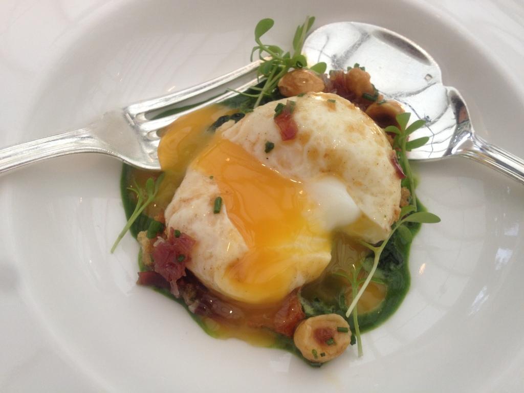 Soft fried hen's egg, watercress puree and Jabugo ham