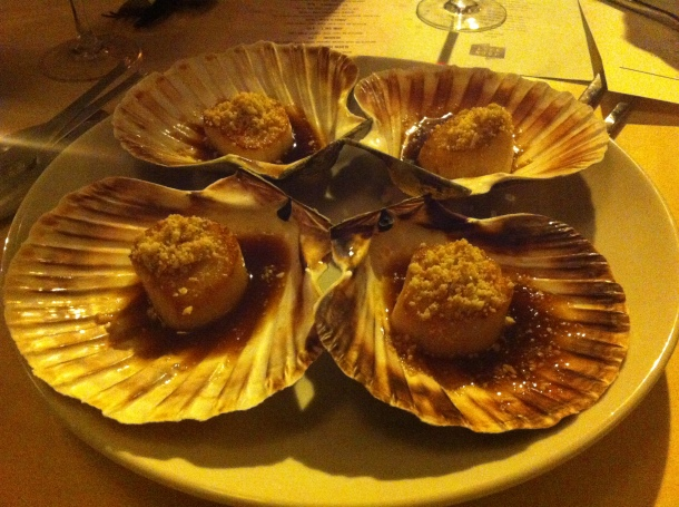 Scallops with peanut and shrimps